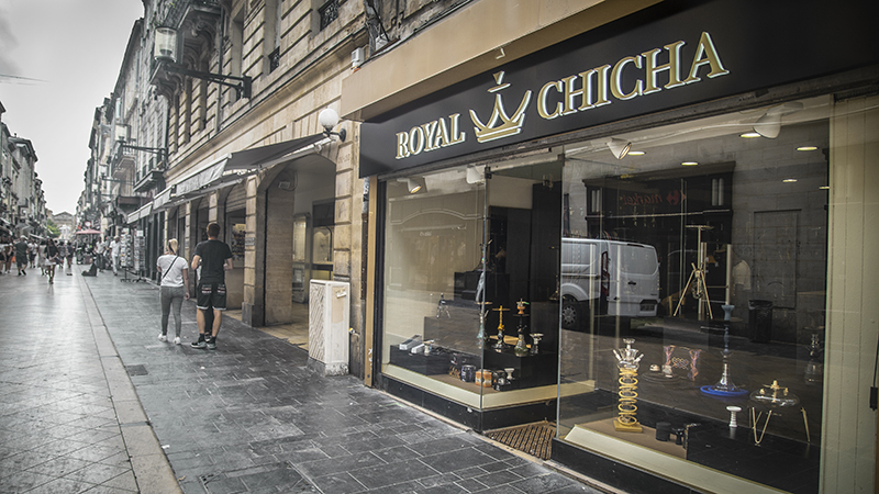 dehors magasin royal chicha Bordeaux